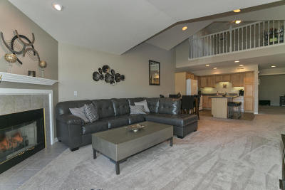 Pewaukee Condo/Townhouse Active Contingent With Offer: N16w26533 Wild Oats Dr #G