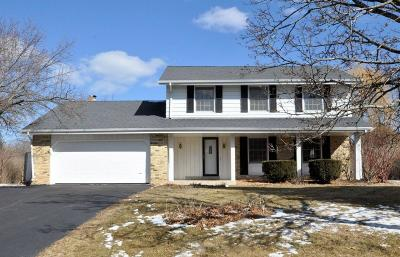 Mequon Single Family Home Active Contingent With Offer: 11400 N Country View Dr