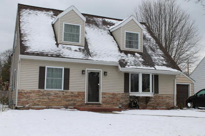 Cedarburg Single Family Home For Sale: W63n378 Hillcrest Ave