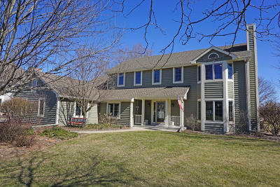 Pewaukee Single Family Home For Sale: W291n3814 Round Hill Cir