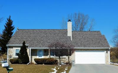 West Bend Single Family Home For Sale: 1502 Primrose Ln