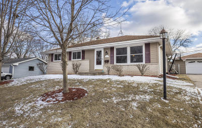 Menomonee Falls Single Family Home Active Contingent With Offer: N93w17363 Devon Wood Rd