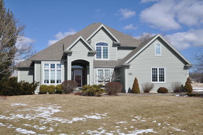 Racine County Single Family Home Active Contingent With Offer: 214 Green Valley Dr