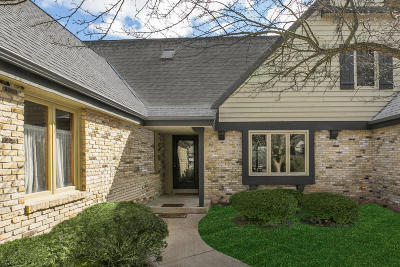 Ozaukee County Condo/Townhouse Active Contingent With Offer: 2625 W Lake Isle Dr