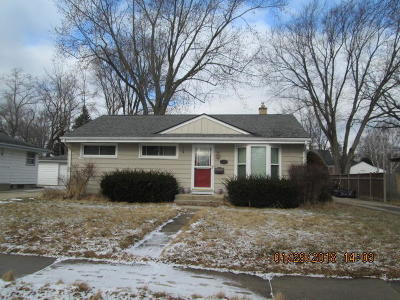 Menomonee Falls Single Family Home For Sale: N85w17022 Ann Ave