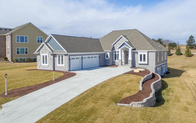 Menomonee Falls Single Family Home Active Contingent With Offer: N55w20866 Carters Crossing Cir