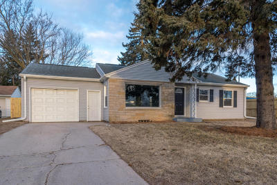 Ozaukee County Single Family Home Active Contingent With Offer: 1533 N Wisconsin St