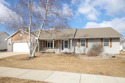 West Bend Single Family Home Active Contingent With Offer: 424 Deer Ridge Dr