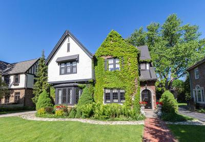 Milwaukee Single Family Home For Sale: 3477 N Lake Dr