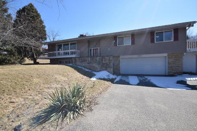 Waukesha Single Family Home For Sale: S39w27465 Brookhill Dr