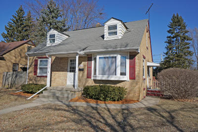 Waukesha Single Family Home Active Contingent With Offer: 909 S Grand Ave