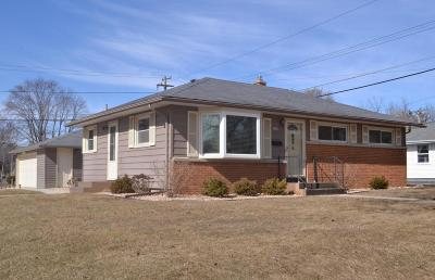 Waukesha Single Family Home Active Contingent With Offer: 1200 N Bel Ayr Dr