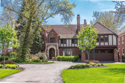 Shorewood Single Family Home For Sale: 4430 N Lake Dr