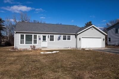 New Berlin Single Family Home Active Contingent With Offer: 17734 W West View Ln