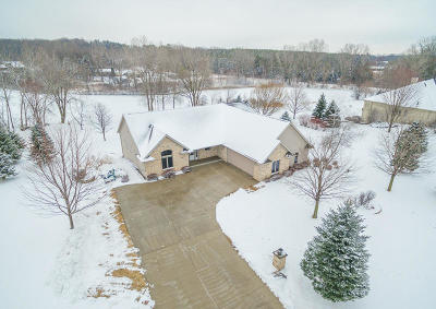 West Bend Single Family Home For Sale: 1942 Covey Pl