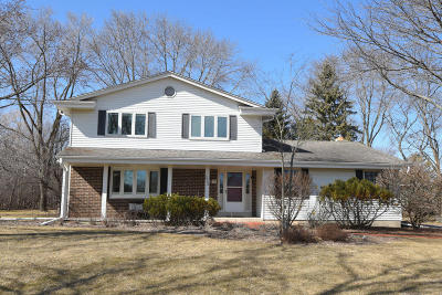 Mequon Single Family Home Active Contingent With Offer: 2808 W Chestnut