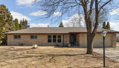 New Berlin Single Family Home Active Contingent With Offer: 3950 S Kolupar Ln
