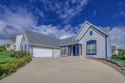 Waukesha Single Family Home Active Contingent With Offer: 910 Valley Hill Dr