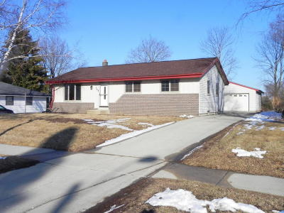 Saukville Single Family Home For Sale: 368 S Colonial Pkwy