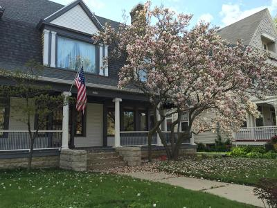 Milwaukee Single Family Home For Sale: 2589 N Maryland Ave