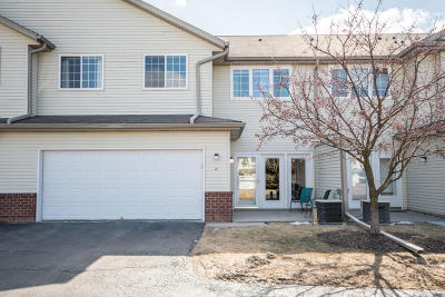 Waukesha Condo/Townhouse Active Contingent With Offer: 2428 Fox River Pkwy #H