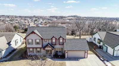 Waukesha WI Single Family Home Active Contingent With Offer: $324,900