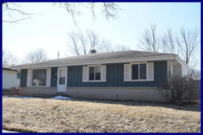 Waukesha WI Single Family Home Active Contingent With Offer: $215,000