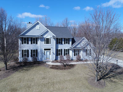 Sussex Single Family Home For Sale: W242n7321 Old Oak Dr