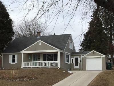 Port Washington Single Family Home Active Contingent With Offer: 337 E Whitefish Rd
