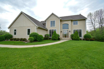 Ozaukee County Single Family Home Active Contingent With Offer: 511 Kara Ln