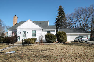 Waukesha WI Single Family Home Active Contingent With Offer: $219,900