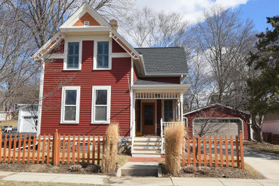 Cedarburg Single Family Home Active Contingent With Offer: W62n670 Riveredge Dr