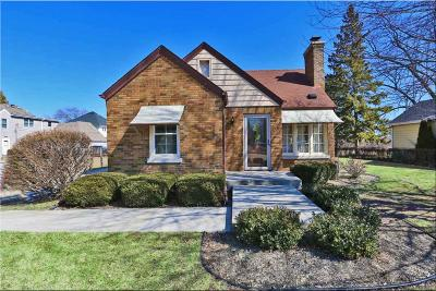 Racine County Single Family Home Active Contingent With Offer: 3021 Meachem Rd