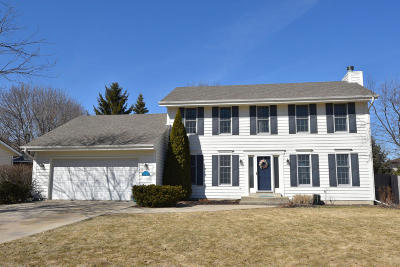 Saukville Single Family Home Active Contingent With Offer: 622 Fairhurst Ln