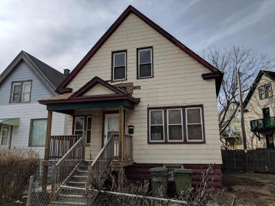 Milwaukee Single Family Home For Sale: 2044 W Forest Home Ave