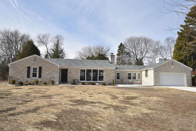 Milwaukee County Single Family Home Active Contingent With Offer: 7863 N Links Cir