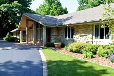 Elm Grove Single Family Home For Sale: 1380 Woodlawn Cir