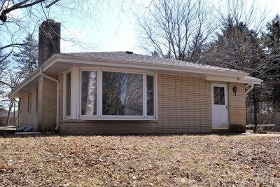 Muskego WI Single Family Home For Sale: $250,000