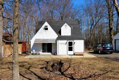 Racine County Single Family Home For Sale: 2821 Circle Dr