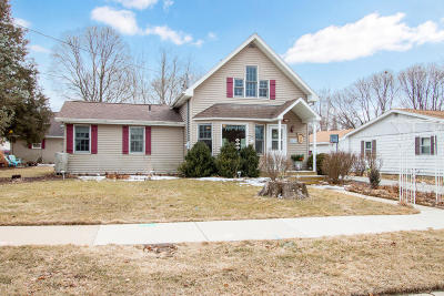 Walworth Single Family Home For Sale: 335 Howard St.