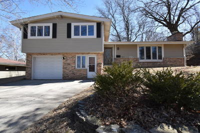 Waukesha WI Single Family Home Active Contingent With Offer: $224,900