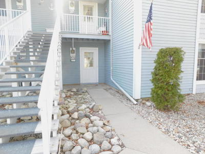 Racine County Condo/Townhouse For Sale: 300 Foxwood Dr #173