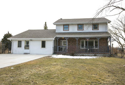 Waukesha Single Family Home For Sale: S63w24495 Townline Rd