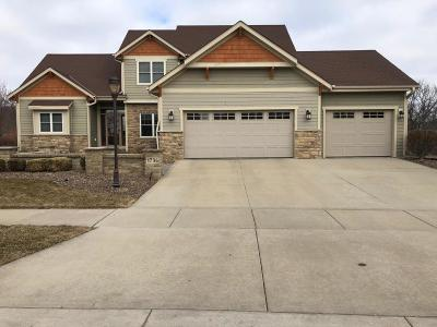 Waukesha Single Family Home Active Contingent With Offer: 1736 Rockridge Way