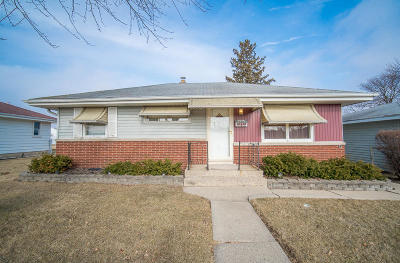 Milwaukee Single Family Home For Sale: 4276 S Honey Creek Dr