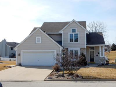 Waterford Single Family Home For Sale: 606 Woodland Cir