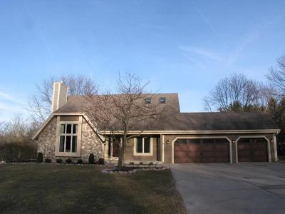 Pewaukee Single Family Home For Sale: W276n1880 Spring Creek Dr