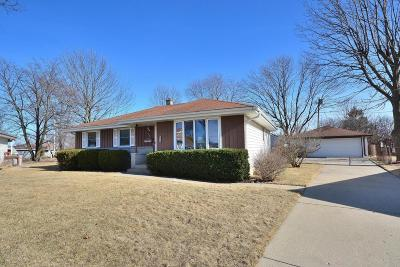 Milwaukee Single Family Home For Sale: 6639 W Clovernook Ct