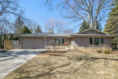 Milwaukee Single Family Home For Sale: 5269 S 20th St