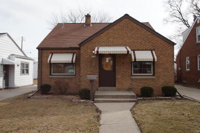 Milwaukee Single Family Home For Sale: 4323 S Lenox Ave